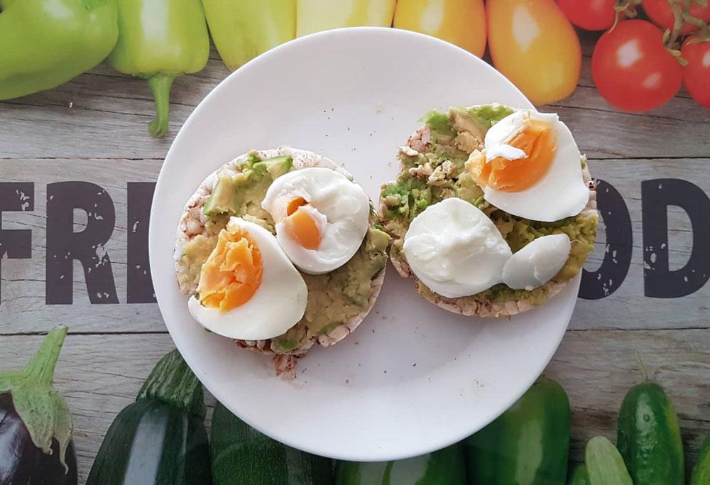 оризовка с авокадо и яйце
